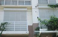 八方小区装上了防盗卷帘窗啦