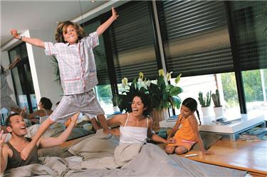 孩子的健康成长,从选择湘联户外卷帘窗开始