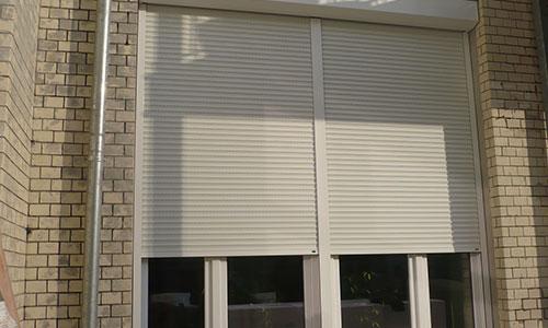 为什么铝合金卷帘窗比其他门窗贵