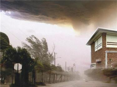 """湘联防风卷帘窗VS""""厄玛""""飓风"""